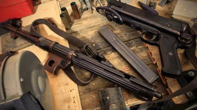disassembled submachine gun MP-38