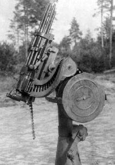 Пулемет Слостина на зенитной тумбе.