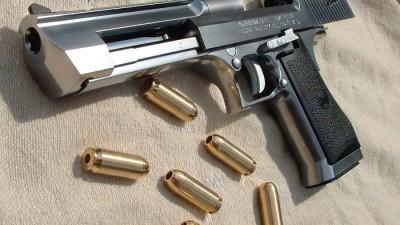 Pistolet-IMI--Magnum-Research-Desert-Eagle-SShA--Izrail